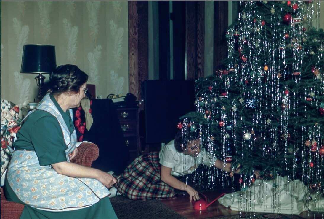How-to-maintain-a-christmas-tree-in-your-home-in-five-steps